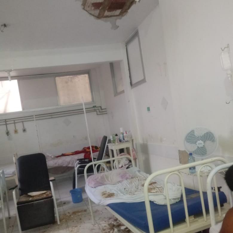 Resultado de imagem para Paciente fica ferido após ser atingido por reboco do teto de hospital em Teixeira de Freitas